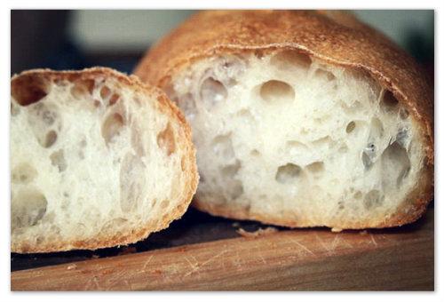 Если у вашего чада запор, а вы кормящая мама, то белый хлеб из своего рациона вам лучше исключить.