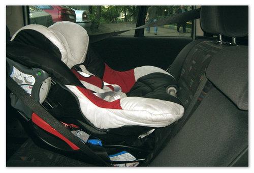 Установка и закрепление кресла на заднем сидении автомобиля.