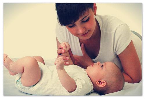 Когда младенец начинает переворачиваться?