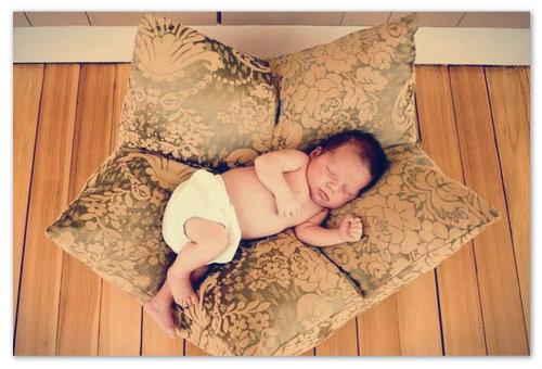 Подушка может быть опасна для малыша.