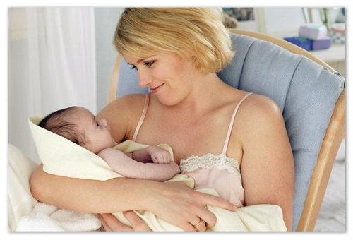 Новорожденный ребенок и его мама