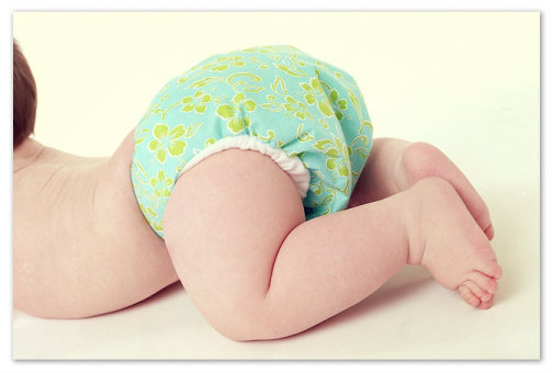 Чистые подгузники на новорожденных
