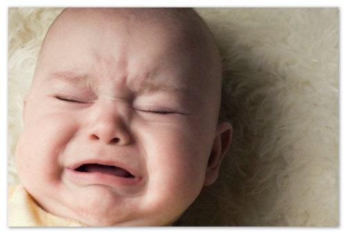 Ребенок капризничает.