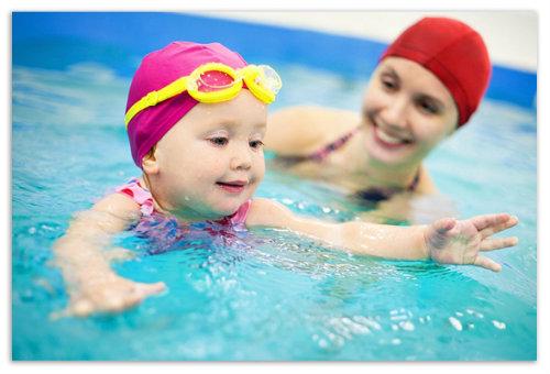 Ребенок в воде.