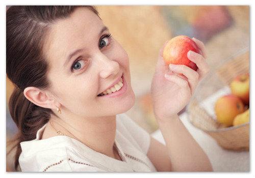 Девушка с яблоками.