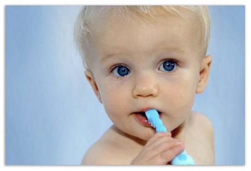 Мальчик с зубной щеткой.