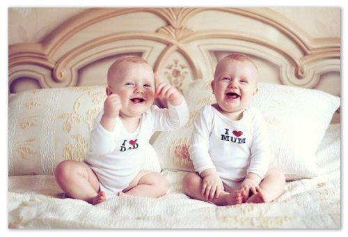 Малыши смеются..