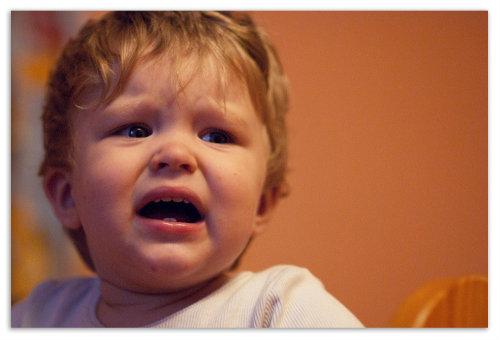 Ребенок хныкает.