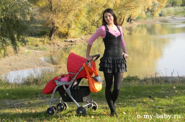 Мама Яна на прогулке.