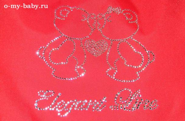 Мишки из кристаллов Сваровски обнимаются и целуются.