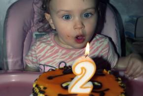 Как научить ребёнка задувать свечку на торте.