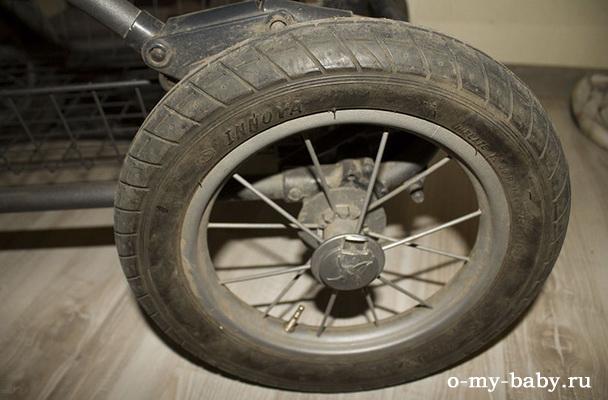 Качественные резиновые колёса с камерами.