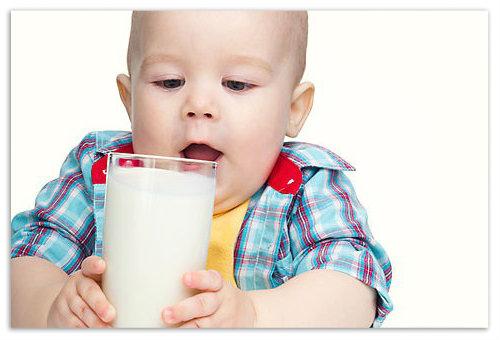 Мальчик со стаканом молока.