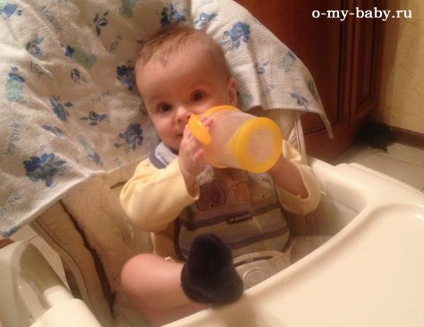 Малышу удобно, но не всем родителям Combi Feaietto Auto Swing по карману.