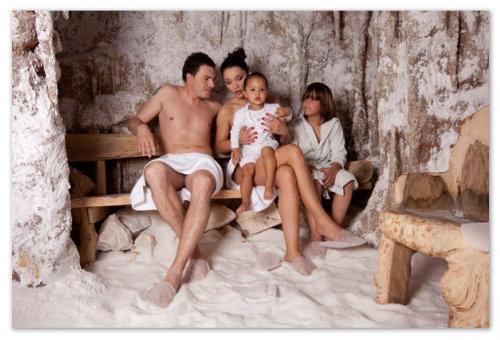 Семья в соляном гроте