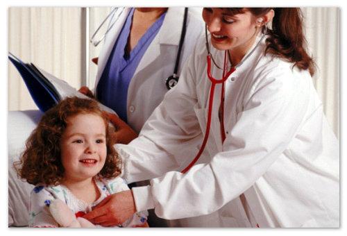 Девочка и врачи