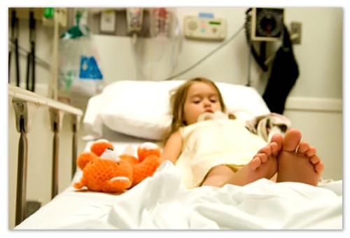 Девочка в больнице.