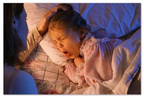 Сухой кашель у девочки.