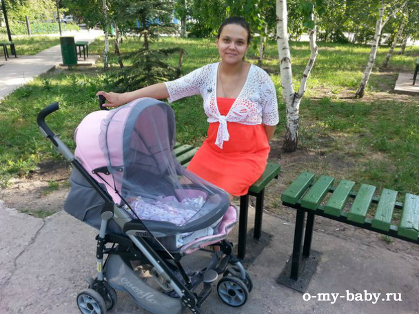 Екатерина и её дочь в коляске Everflo PP-04 LUXE.