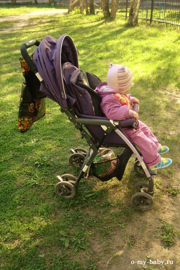 Ребенок дышит воздухом в коляске JetemNeo.