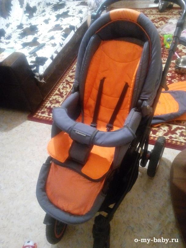 Для безопасности малыша можно пристегнуть ремнями.