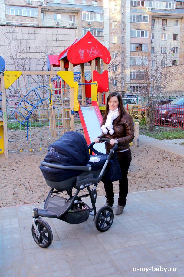 На прогулке с малышом.