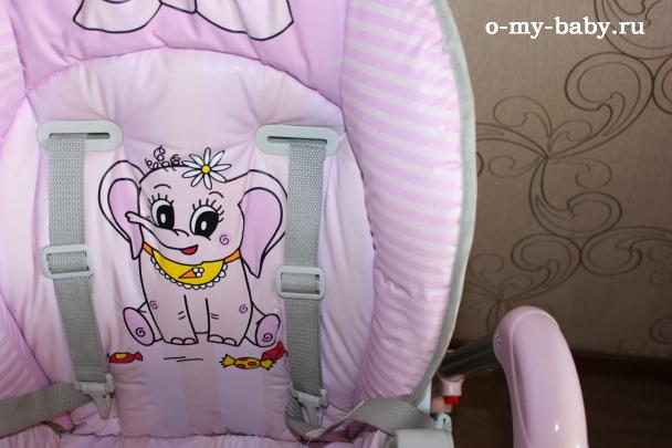 Красивый розовый стульчик.