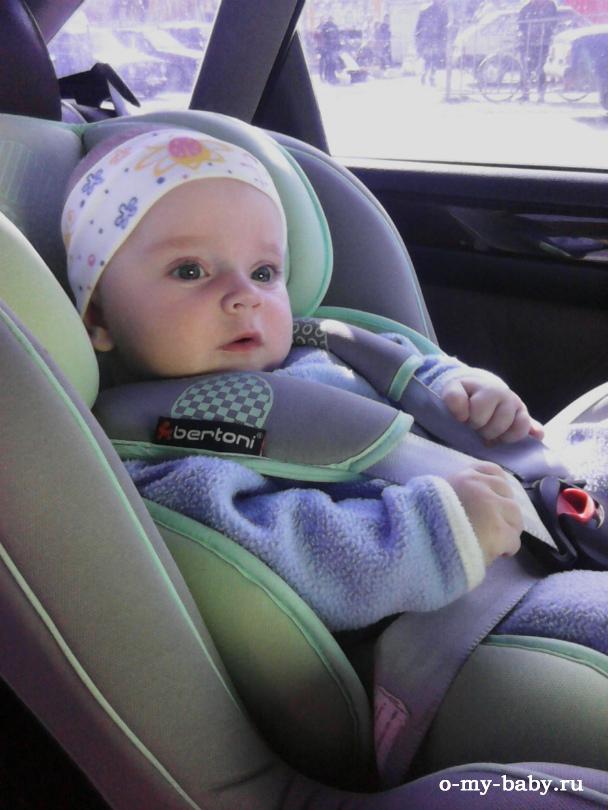 Юный пассажир в кресле Bertoni Bumper.