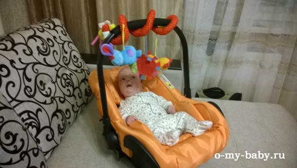 В люльке малышу весьма комфортно.
