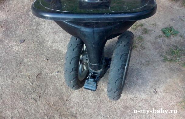 Передние колёса двойные.