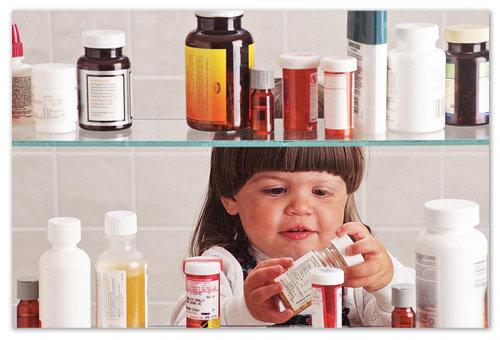 Что делать, если ребёнок выпил много лекарства от кашля?