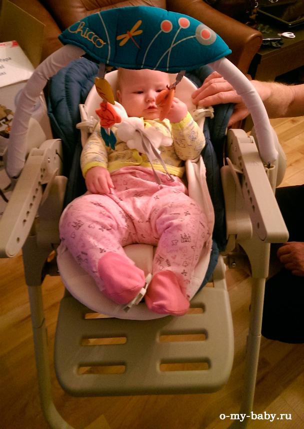 Малышке удобно в гамаке.