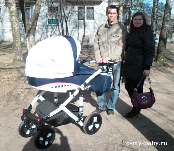 С мамой и папой.