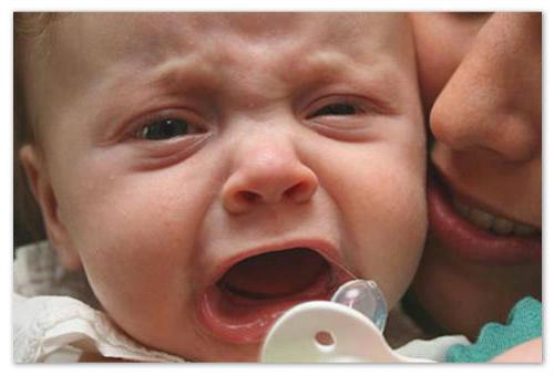 Как лечить горло грудничку?