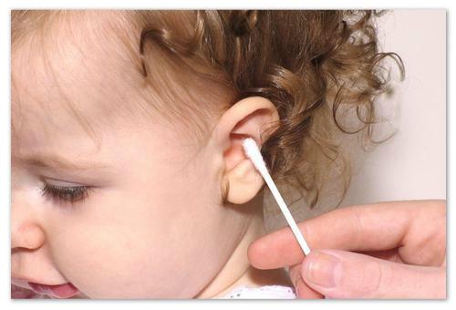 Как чистить уши ребёнку?